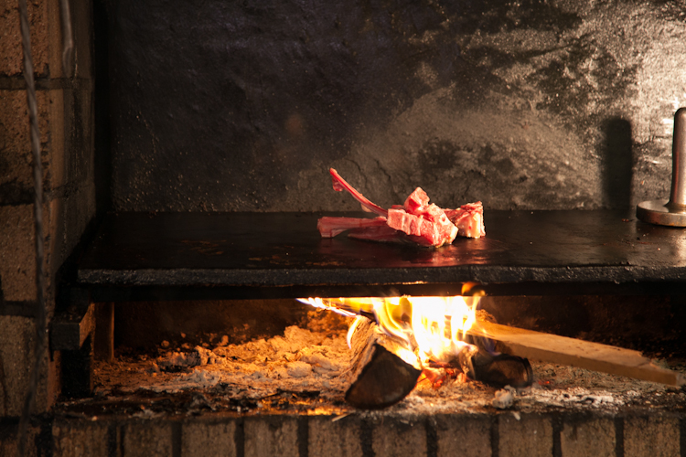 The famous grilled steak at Robert et Louise
