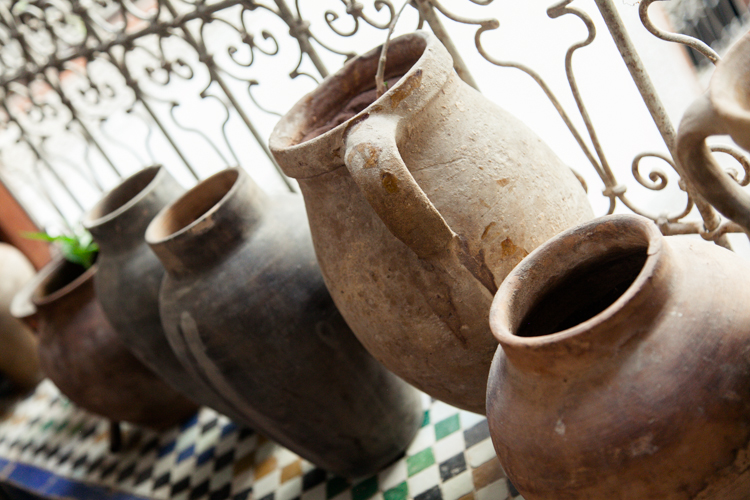 Jugs as decor details • Moroccan interiors