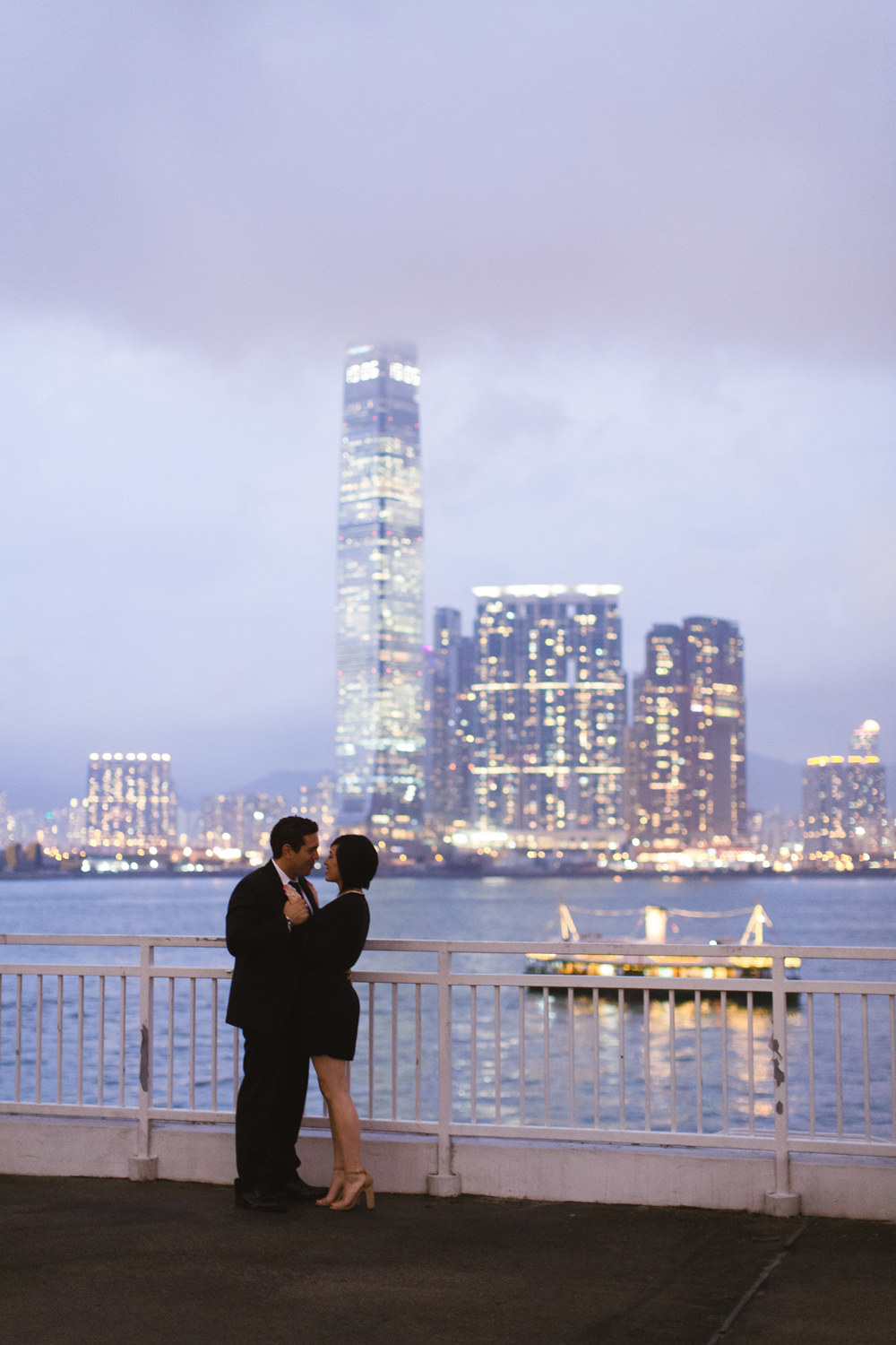 Victoria Harbour engagement – Hong Kong photographer