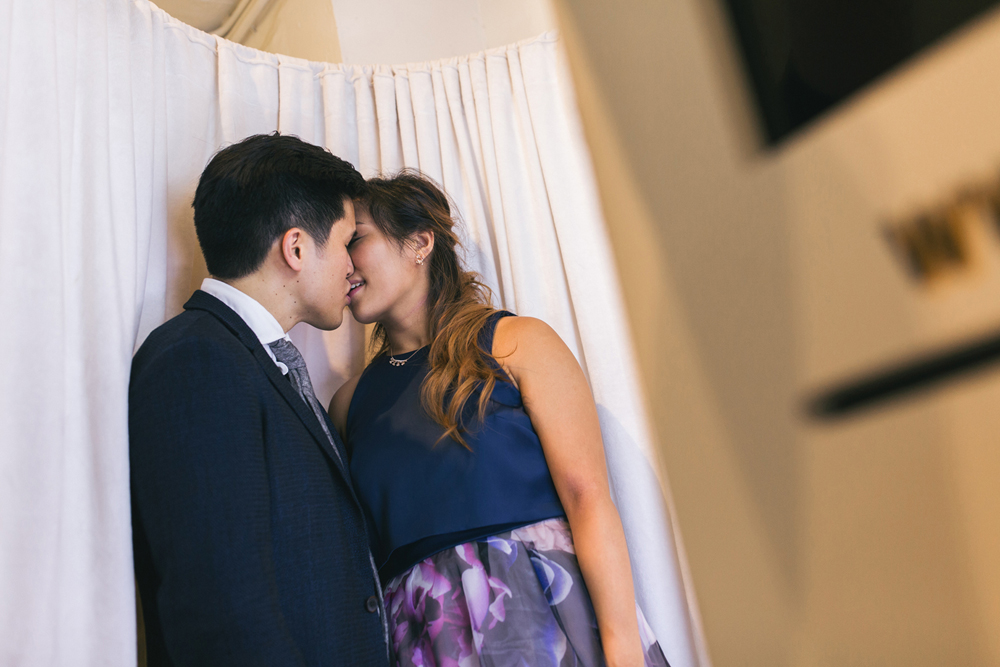 Candid wedding photos in a photobooth – Hong Kong wedding photographer