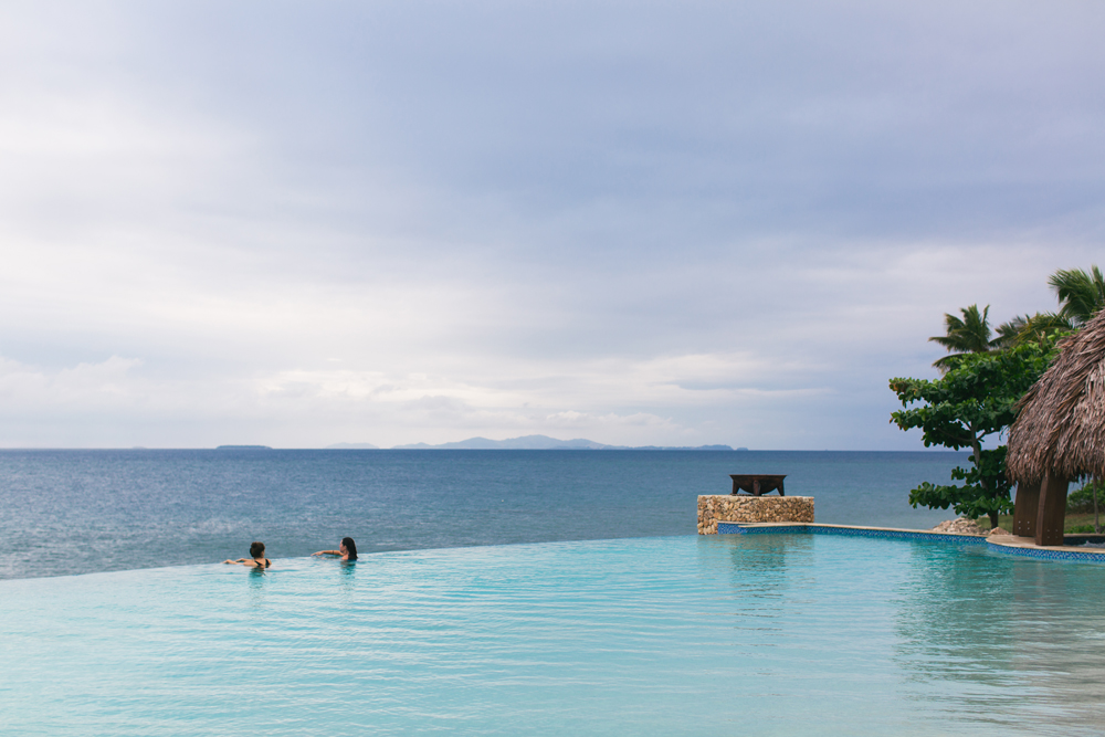 Infinity pool at Fiji Marriott Momi Bay – Hong Kong travel photographer