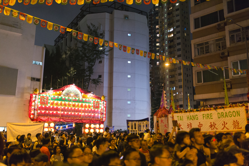 Crowds in Tai Hang to watch Fire Dragon Dance