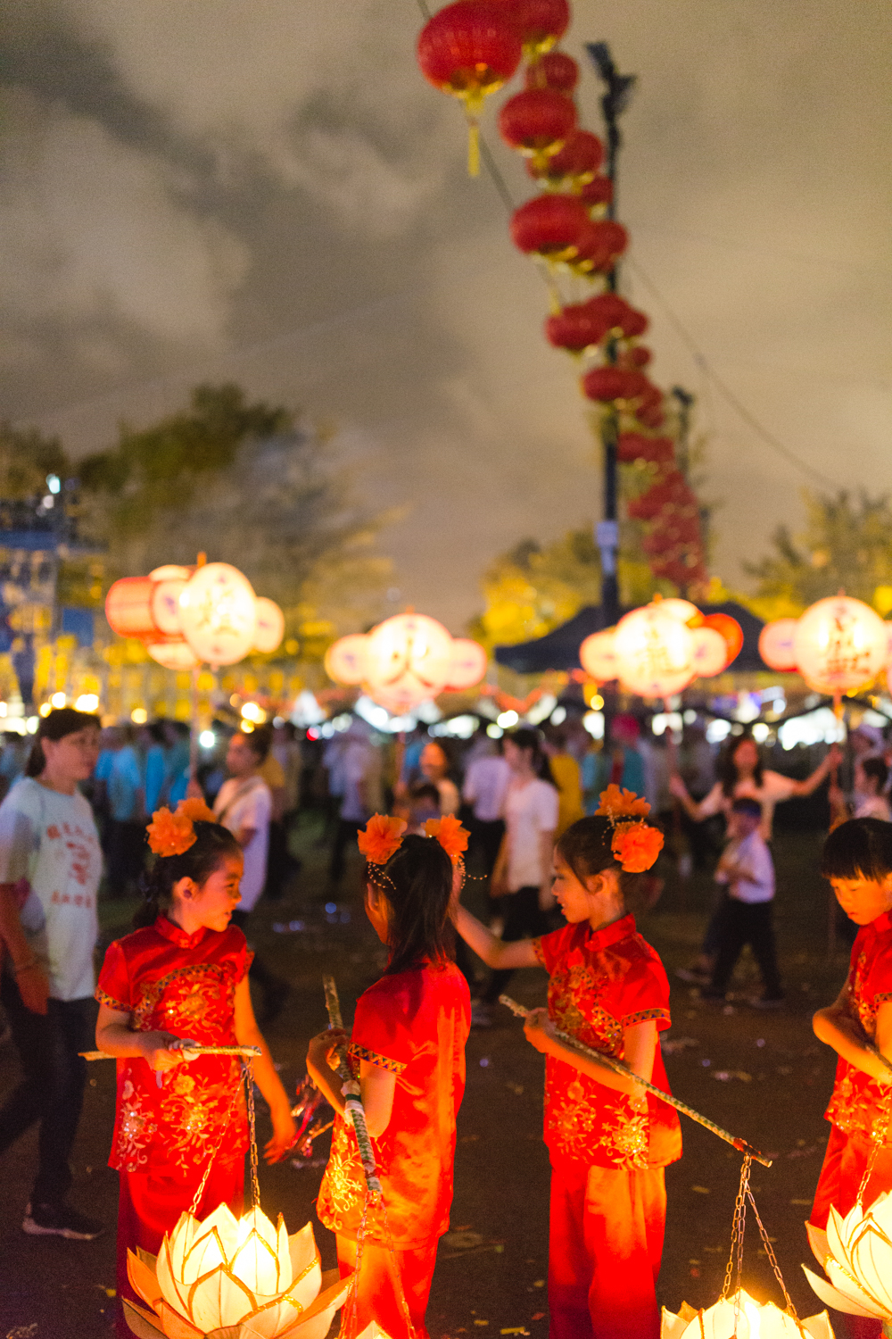 Little girls with lanterns at Tai Hang Fire Dragon Dance | Chinese traditions