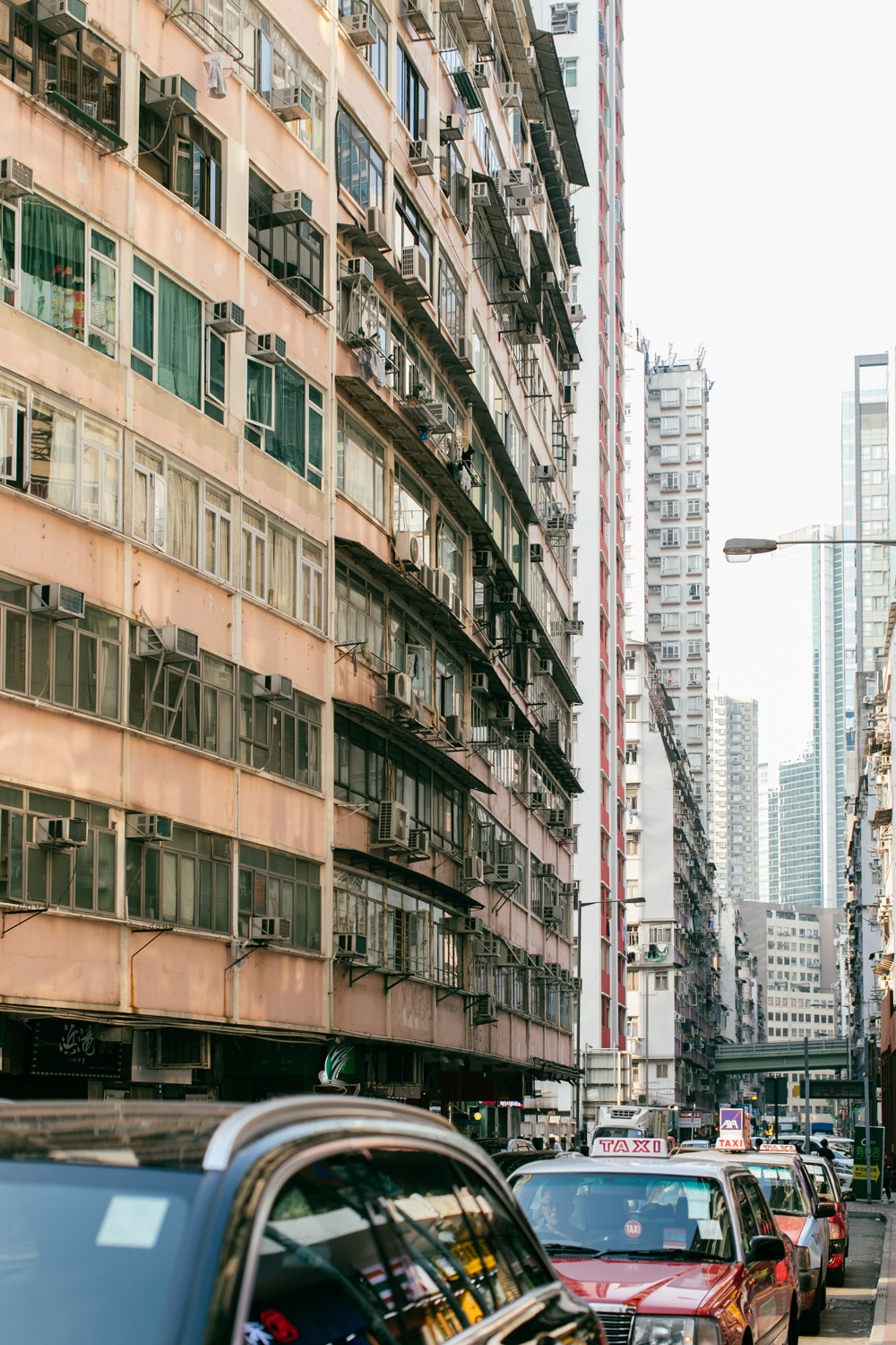 Hong Kong street photography – old buildings and taxis