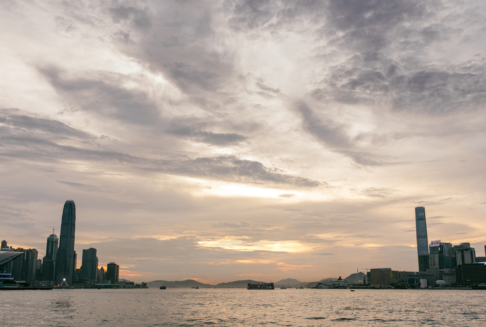 Hong Kong cloudy sunset | Victoria Harbour | Tracy Wong