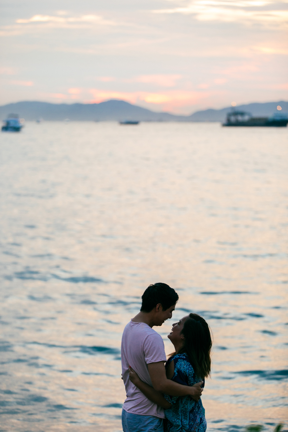 Sunset silhouette | Hong Kong sunset and couple | Tracy Wong
