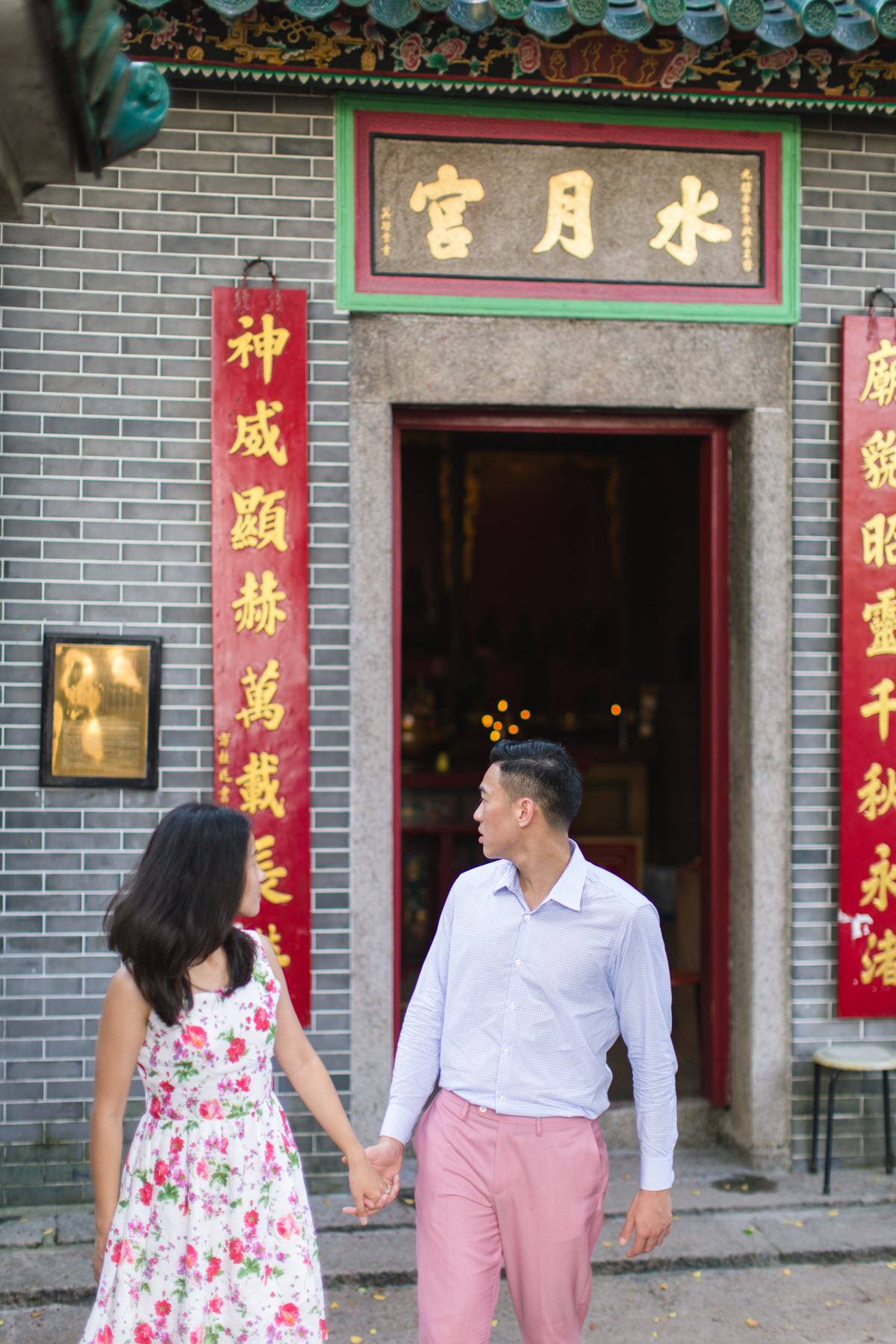 At the temple | Hong Kong engagement photography